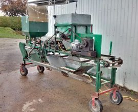 Bourdon automatic seeder for tray cells