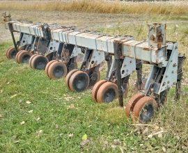 Hiniker row crop cultivator 5000