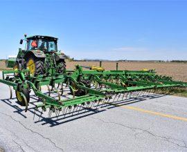 Cultivateur John Deere  28 pieds